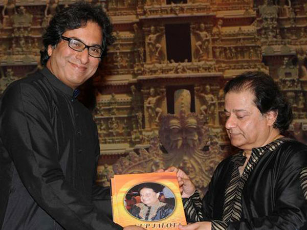 Singer Talat Aziz Defends Bigg Boss 12 Contestant Anup Jalota, Says He's An Amazing Human Being!