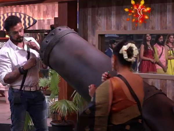 Bigg Boss 12: Fans Find 'Thop Ki Salaami' STUPID & CHEAP; Praise Sreesanth For Taking It Sportingly!