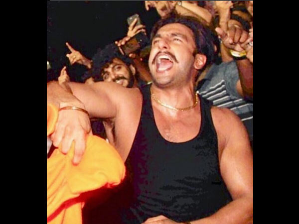 Ranveer Singh Stage-dives Into A Crowd Of Fans! Watch Video