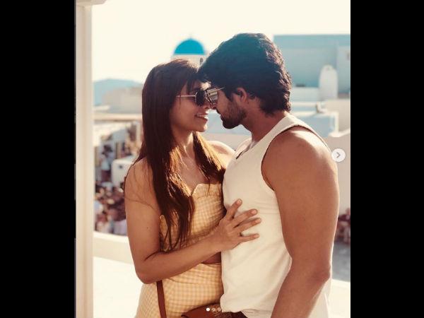 <strong></strong>Romantic Pics Of Tina-Hussain Kuwajerwala & Keerti-Sharad Kelkar From Greece