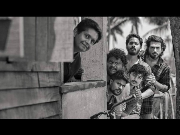 Kalidas Jayaram & Others Strike A Pose In This Photo From The Location Of His Next Movie!