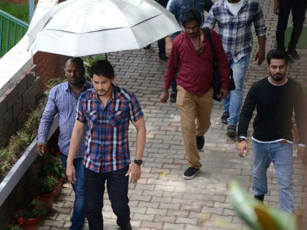 Mahesh Babu Looks Handsome In These Photos From The Sets Of Maharshi