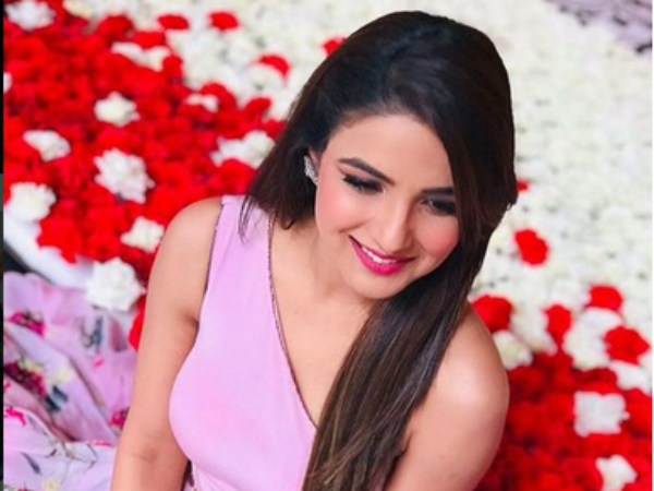 Jasmin Bhasin In Gul Khan's Unusual Love Story 'Rab Maneya'!
