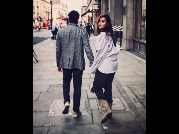Farhan Akhtar & Shibani Dandekar Are Indeed A Couple, His Instagram Post Says Yes!