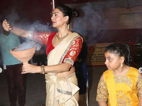 Durga Ashtami: Priyanka Chopra, Akshay Kumar, Sushmita Sen & Others Spread The Festive Joy