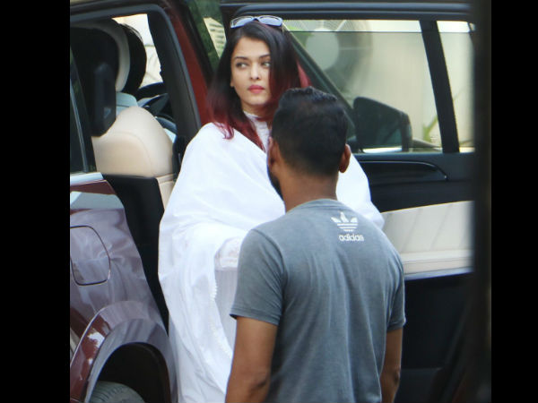Aishwarya Pays Her Final Respect