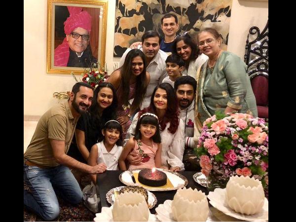 Aishwarya Rai Bachchan Cuts Her Birthday Cake Aishwarya Rai