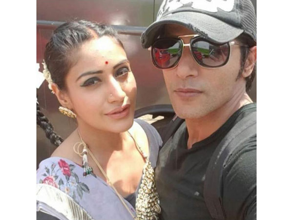 Surbhi Chandna's SHOCKED With Karanvir's Ill-Treatment On Bigg Boss 12 ; TV Celebs Question Salman!