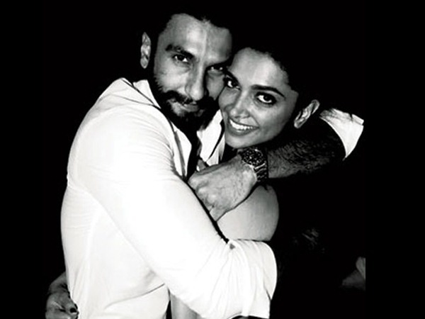 Deepika Padukone & Ranveer Singh Will SHARE Their WEDDING PICTURES Today; Check Out The Timings