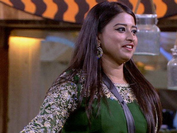 Farah Gives Fun Tasks To Contestants