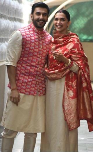 Newlyweds Ranveer & Deepika Back In Mumbai [PICS]