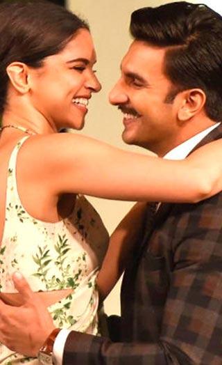 Ranveer & Deepika Danced To These Songs On Their Sangeet