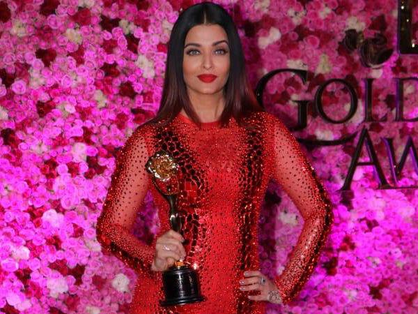 Aishwarya With Her Award