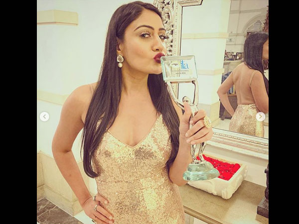 Surbhi Chandna Concludes Her Ishqbaaz Journey With ITA Best Actor Trophy; Shares Heart-felt Note