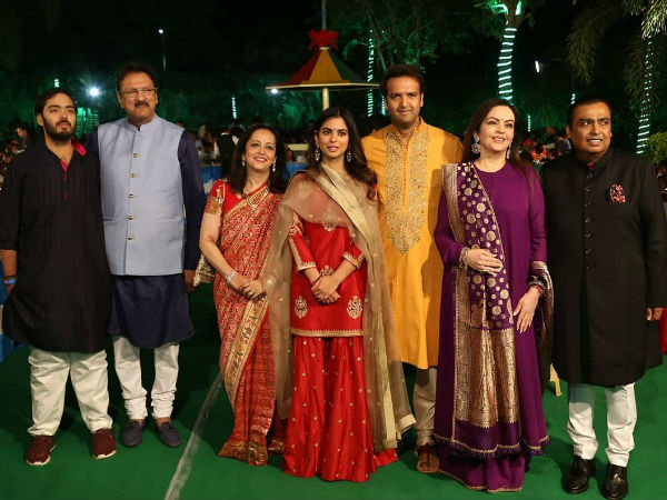 Sad News For Fans Who're Waiting For Celebs' Pics From Isha Ambani's Star-Studded Wedding Ceremony!