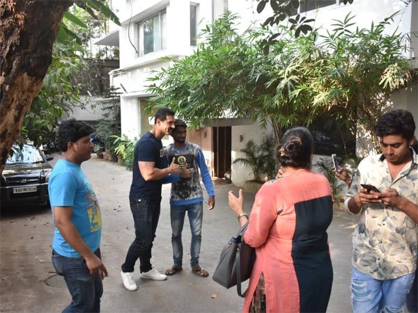 John Abraham Celebrates His Birthday With Fans!