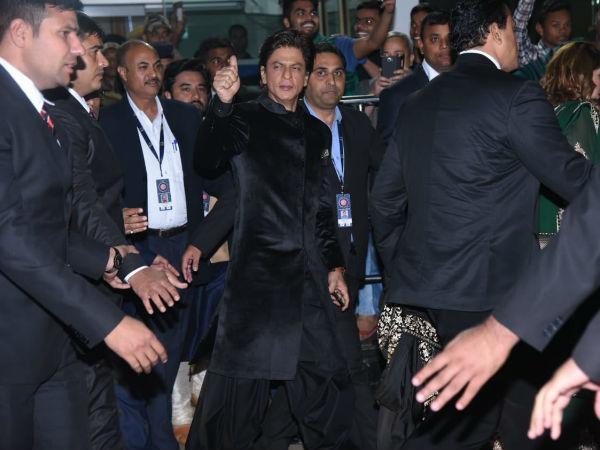 Shahrukh & Gauri Khan Arrive At Udaipur To Attend Isha Ambani's Wedding Ceremony!
