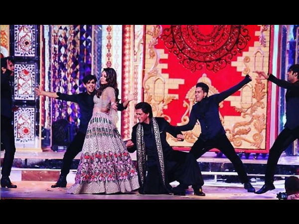 Shah Rukh Khan's Tweet To Wife Gauri Khan Will Make You Fall In Love Him All Over Again!