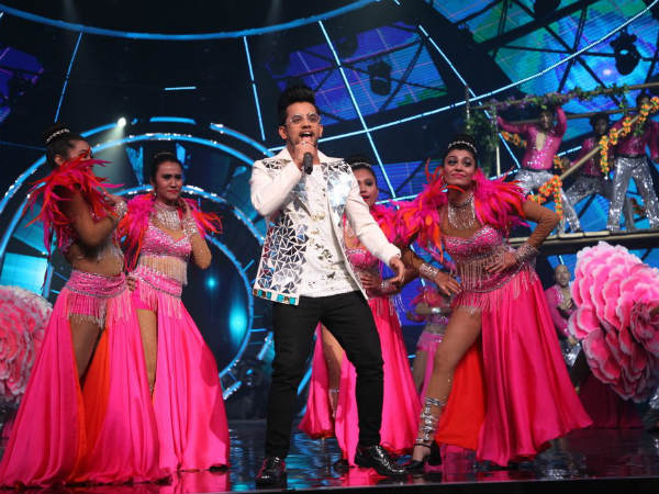 Vibhor Performs With Alka Yagnik