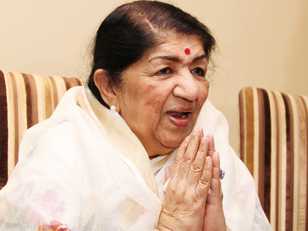 Lata Mangeshkar Rubbishes Rumours Suggesting That She Has Been Hospitalized!