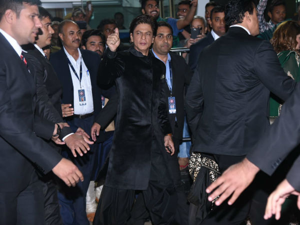 Shahrukh & Gauri Khan Arrive At Udaipur To Attend Isha Ambani's Wedding Ceremony!