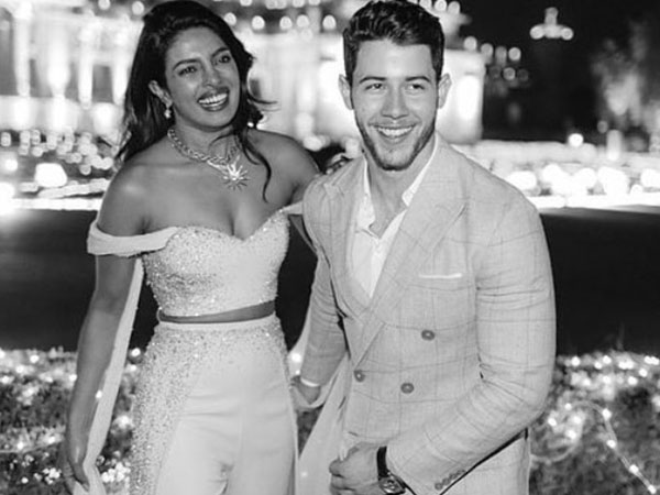 Priyanka Chopra & Nick Jonas Turned Into Simpson Caricatures!