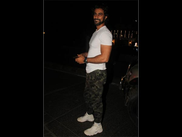 Kunal Kapoor Spotted At Hakim Aalim's