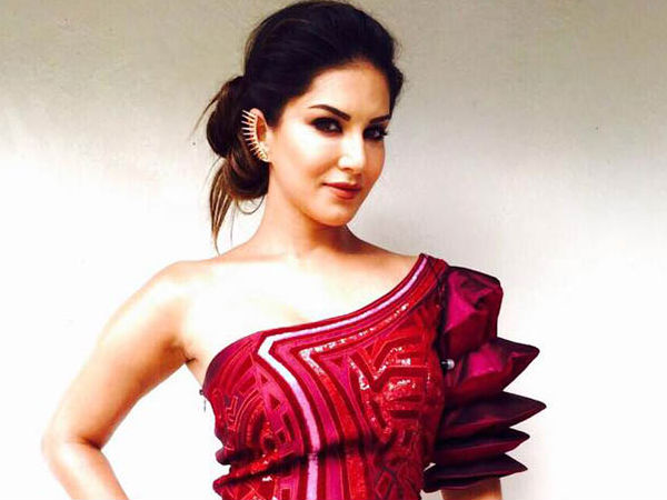 Sunny Leone Arrives In Kochi For The Shoot Of Madura Raja; The Actress Gets A Grand Reception!