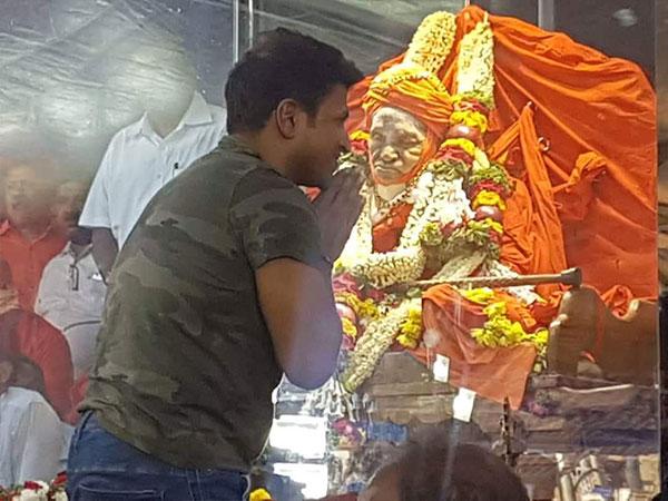 Puneeth Rajkumar Spotted Paying His Last Respects To Shivakumara Swamiji; Shivarajkumar Misses It