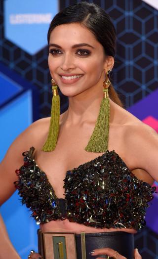 Deepika Padukone On Ranveer Changing Surname Post Marriage!