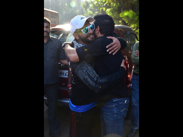 Ranveer Hugging It Out With Director Kabir Khan