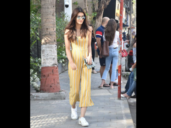 Kriti Sanon Goes Out For Lunch On Sunday
