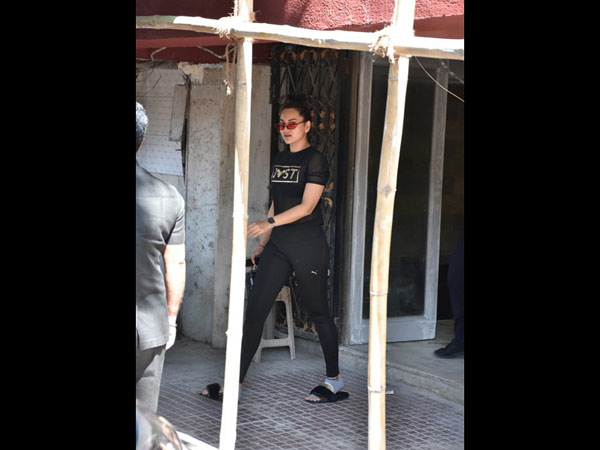 Sonakshi Sinha Heads To The Gym