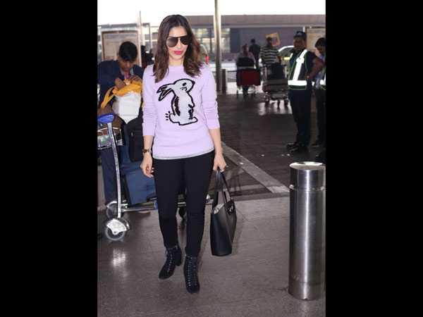 Sophie Choudry Poses For The Cameras At The Airport