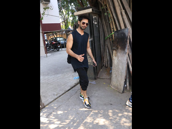 Shahid Kapoor Sports Black For His Friday Gym Look