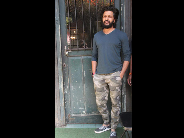 Riteish Deshmukh Poses For The Shutterbugs