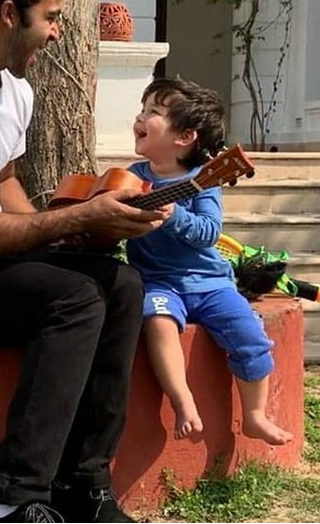 This Video Of Taimur Playing Unkulele Is Too Much Cuteness!