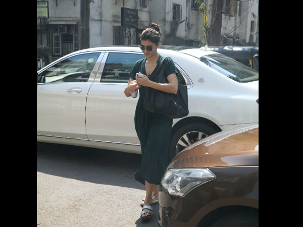 Jacqueline Fernandez Gets Papped In The City