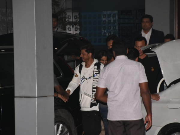 Shah Rukh Khan Looks Uber Cool When Snapped At Airport