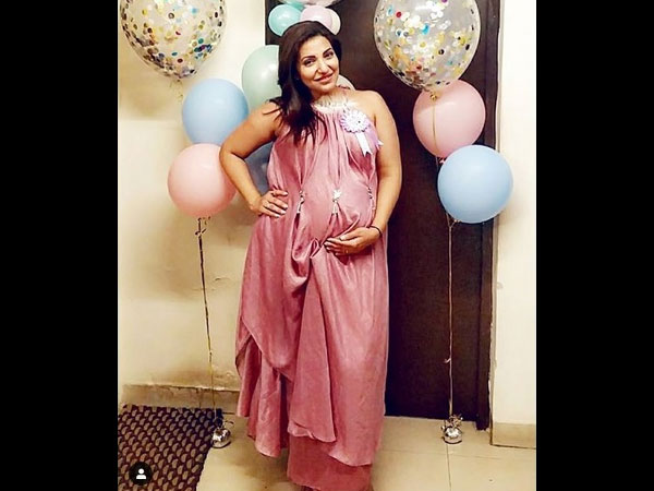 The Actress Flaunts Her Baby Bump!
