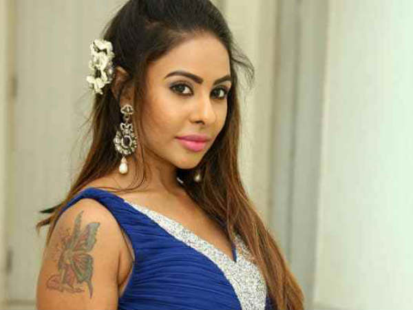 Sri Reddy Attacks Pawan Kalyan With A Caustic Post; Trolls His Viral Photo