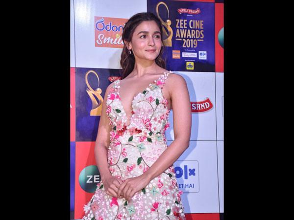 Alia Bhatt & Deepika Padukone Share A Frame At Zee Cine Awards 2019, Madhuri Dixit Looks Surreal
