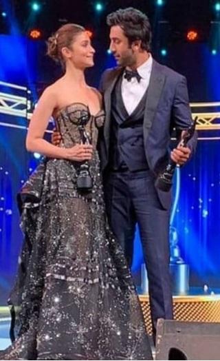 Alia Confesses Her Love For Ranbir At Filmfare Awards!
