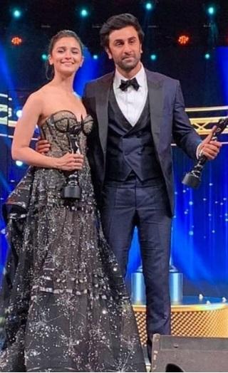 Filmfare Awards 2019: Alia & Ranbir Win The Black Lady