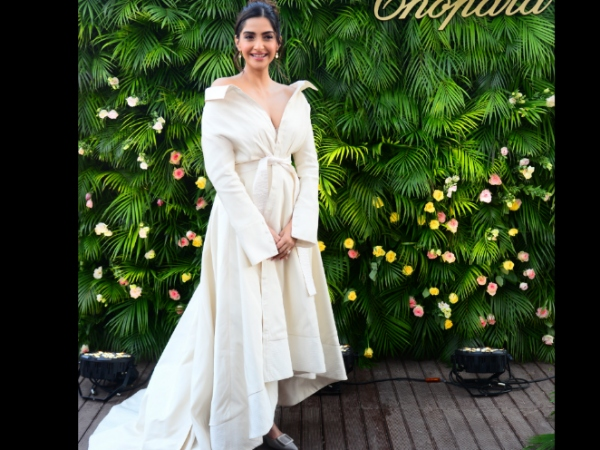 Sonam Kapoor Dons A Classic - Chic Look At An Event