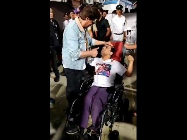 Shahrukh Khan's Sweet Gesture For A Differently-Abled Fan At IPL 2019 Will Leave You Smiling!