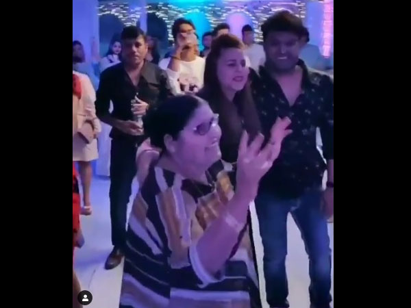 Kapil's Mom Dances Her Heart Out