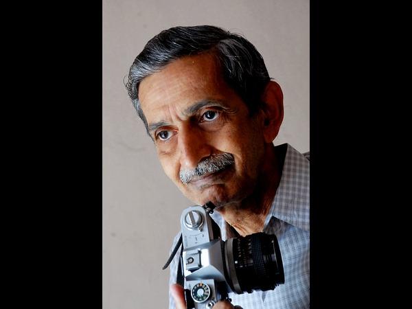 Dr Rajkumar Posed In The Rain!