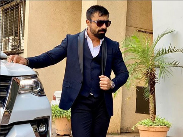 Ajaz Khan Fights With Organisers!