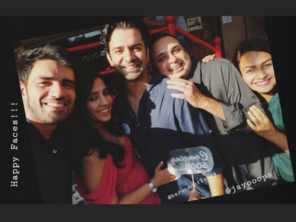 Barun & Pashmeen Pose With Their Friends